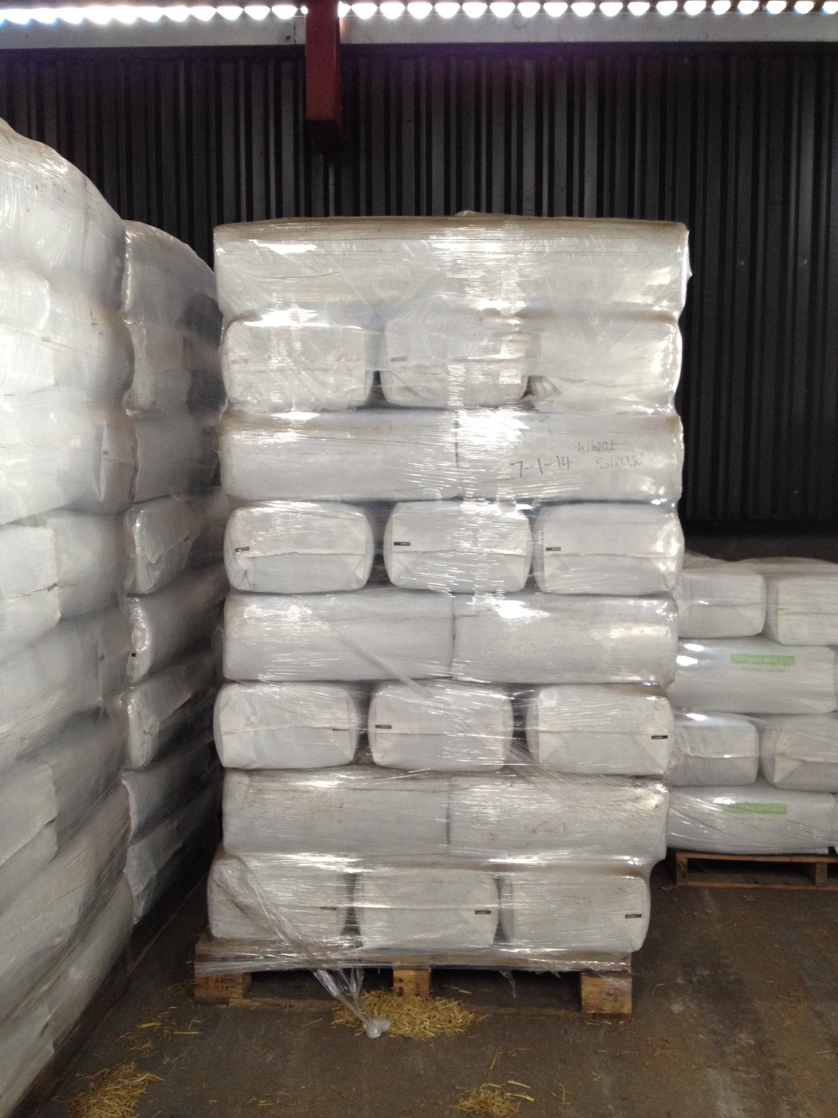 Colehay Small Bale Haylage Meadow Mix 40 Bales Pallet